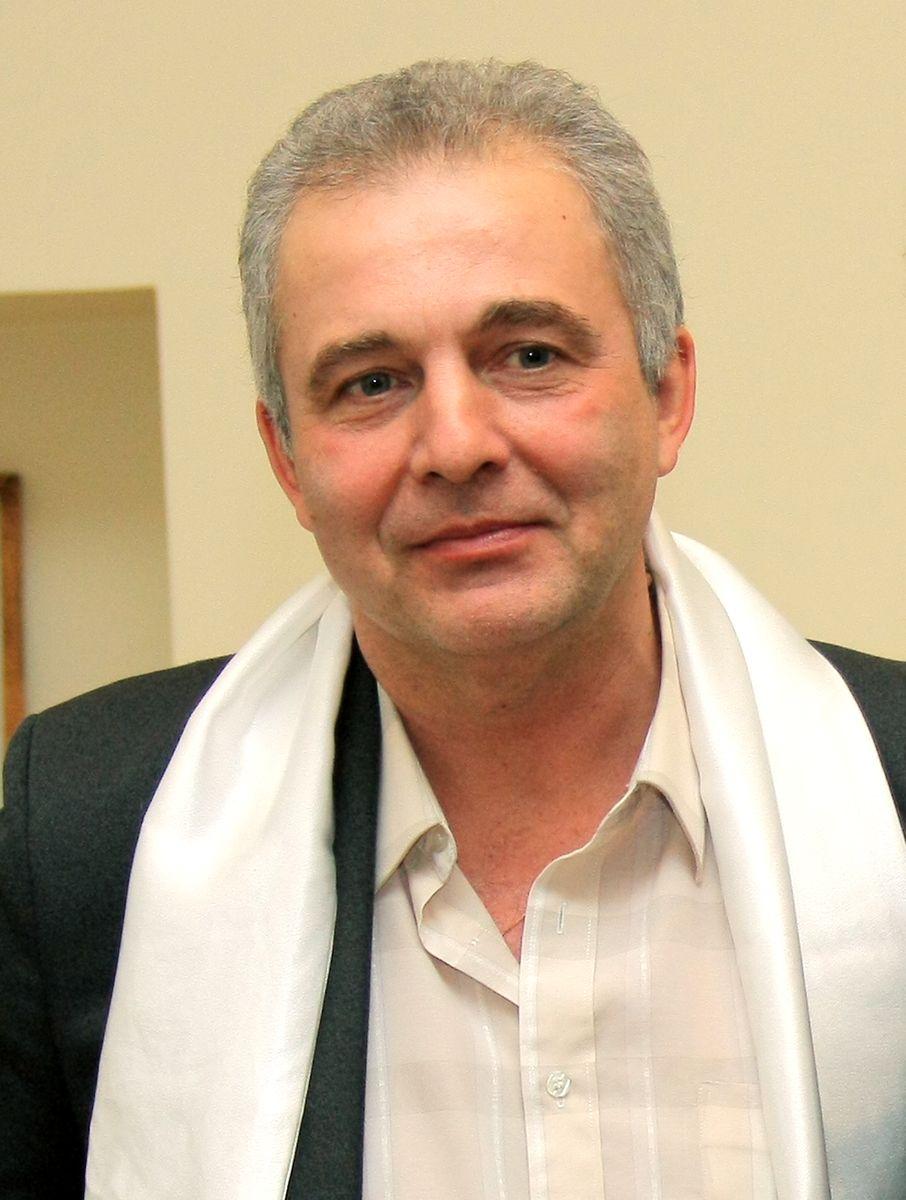 Попов Андрей Гельевич родился 25 сентября 1959 года в Воркуте